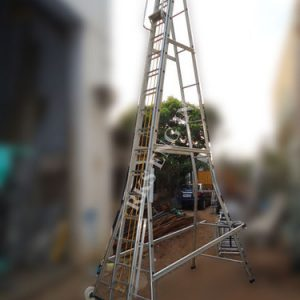 self-support-telescopic-ladder-mounted-on-small-wheel